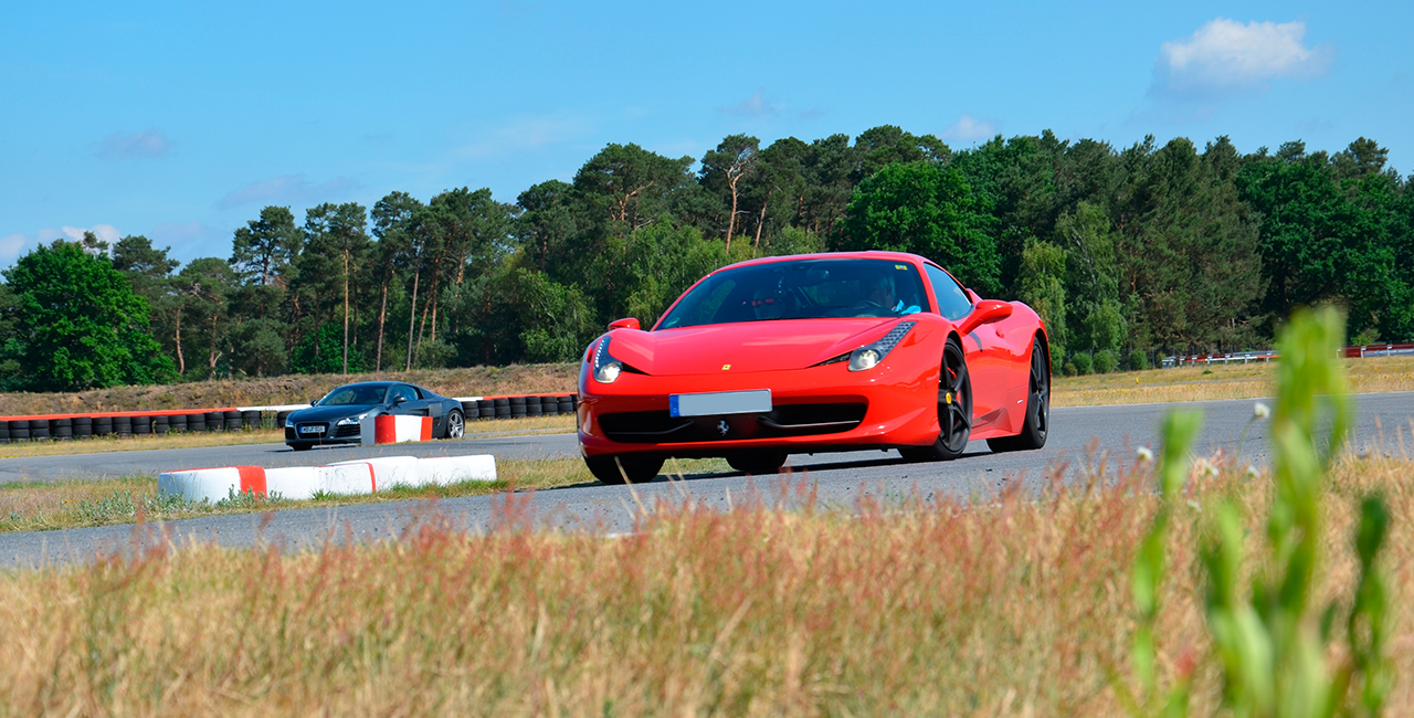 10 Runden Ferrari 458 Italia selber fahren auf dem Spreewaldring