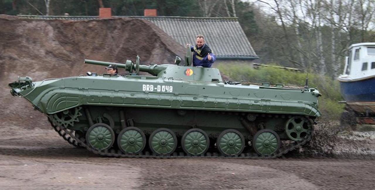 Beifahrer im BMP Schützenpanzer Speedfahrt in Steinhöfel