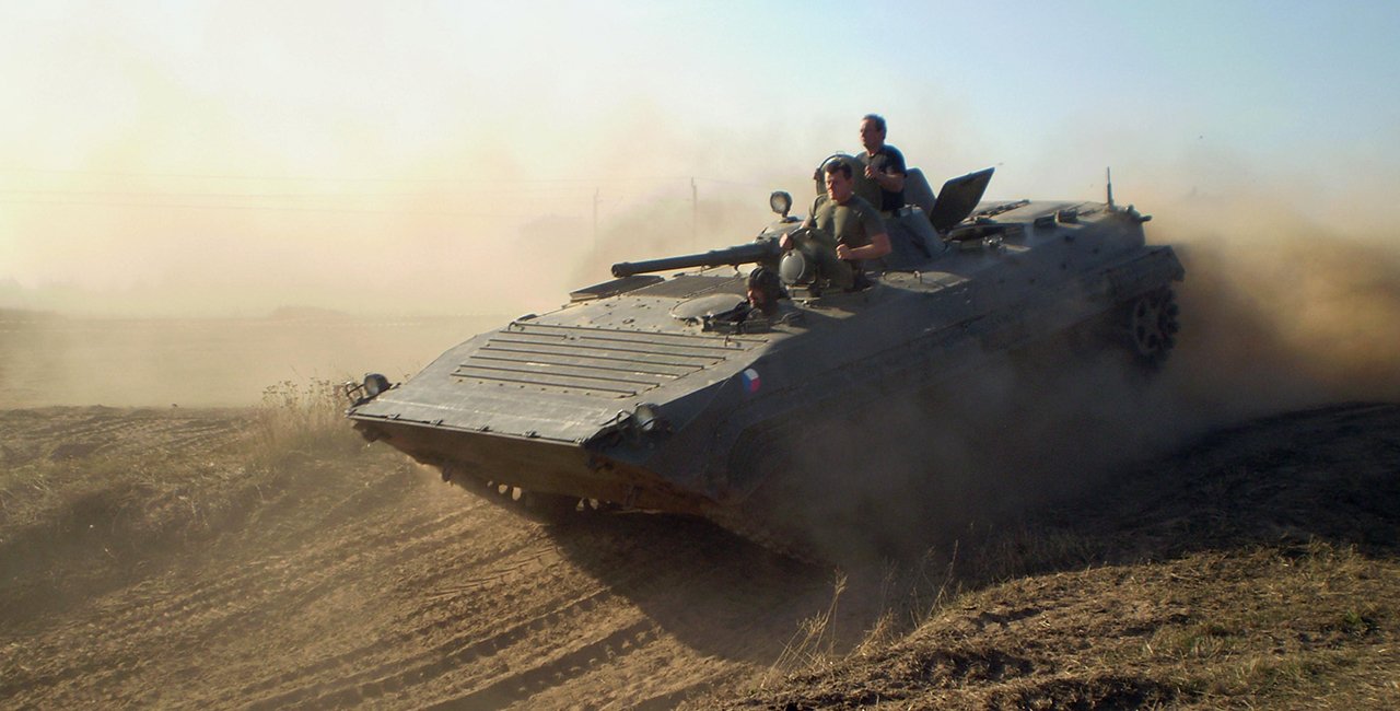 BMP 1 Schützenpanzer fahren in Grimmen, Raum Stralsund