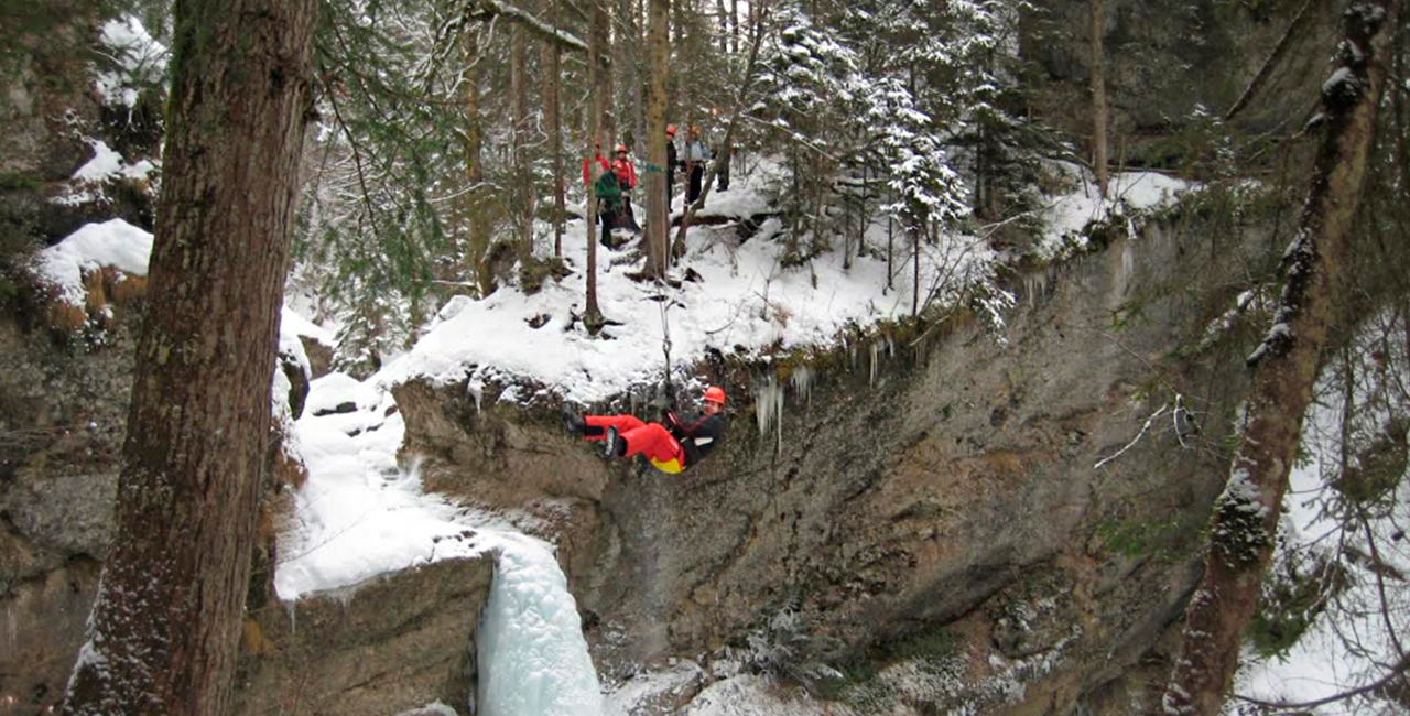 Wintercanyoning in Blaichach, Raum Kempten in Bayern